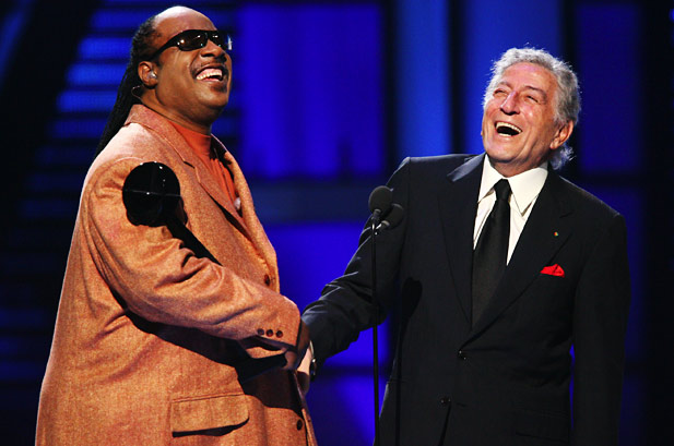 1066719-29-Stevie-Wonder-Tony-Bennett-billboard-music-awards-2006-617-409